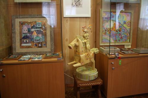 Выставку мастеров из Тарусы, экспозиция 1
